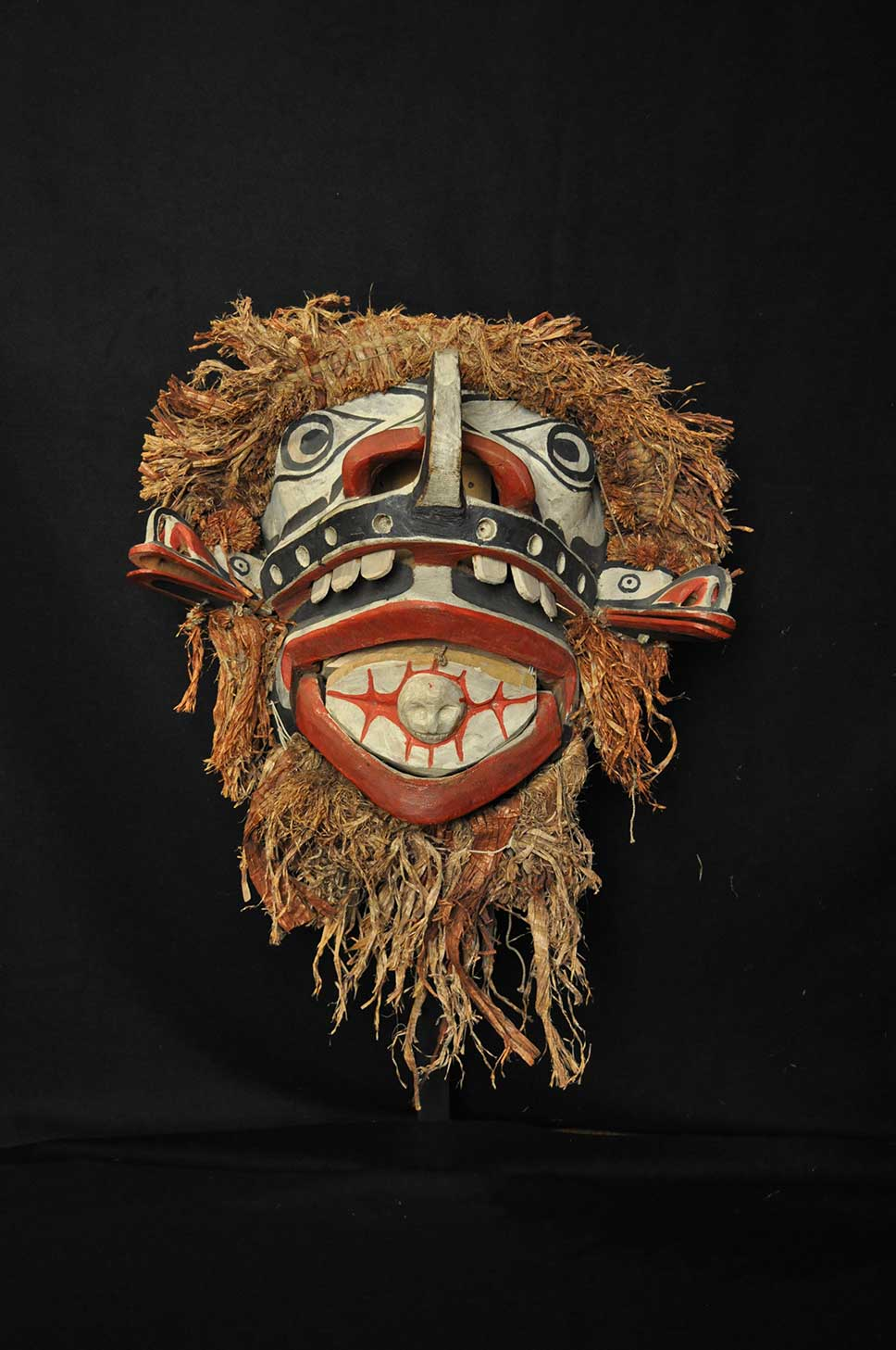 Still image of BAXWBAKWALANUKSIWE' – MAN-EATER-AT-THE-NORTH-END-OF-THE-WORLD mask shot against a black background